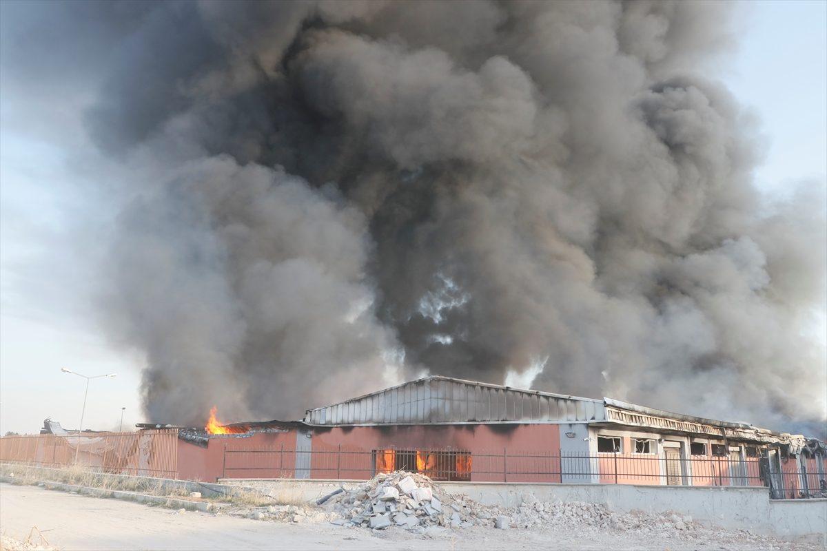 Şanlıurfa'da lojistik deposundaçıkan yangın