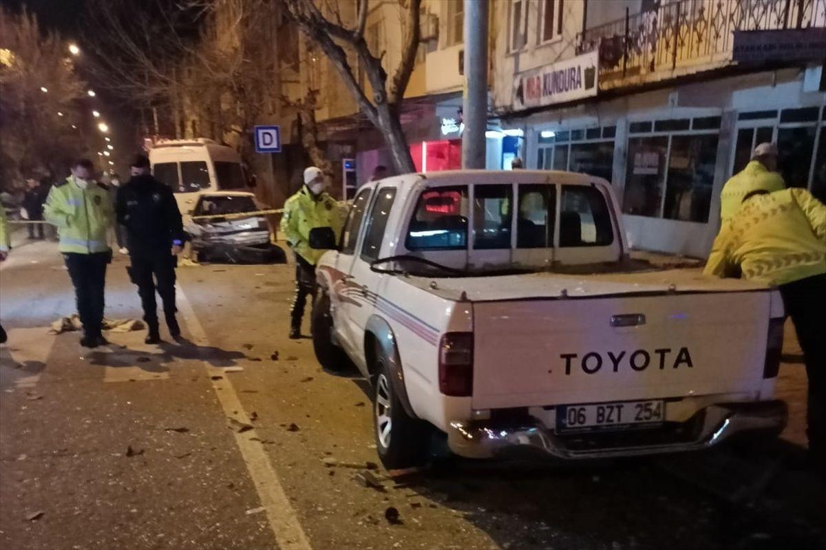 Kahramanmaraş'ta otomobil park halindeki 4 araca çarparak devrildi: 2 yaralı