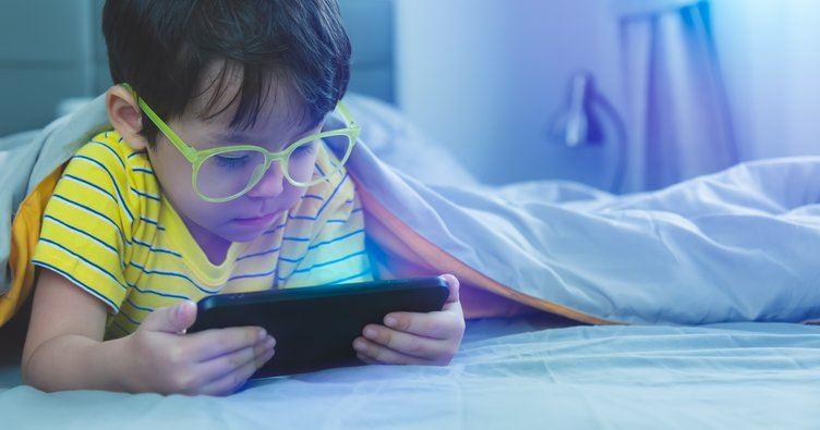 Çocuklarda bilgisayar ve cep telefonu alışkanlığı uyku sorununa neden oluyor
