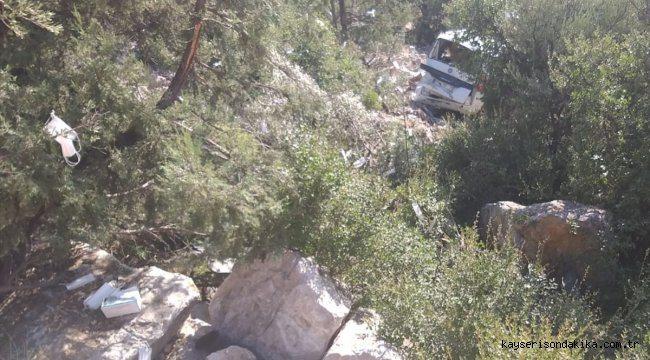 Antalya'da devrilen hafif ticari aracın sürücüsü öldü