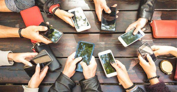 Apple, akıllı telefon satışında Samsung'u geçti