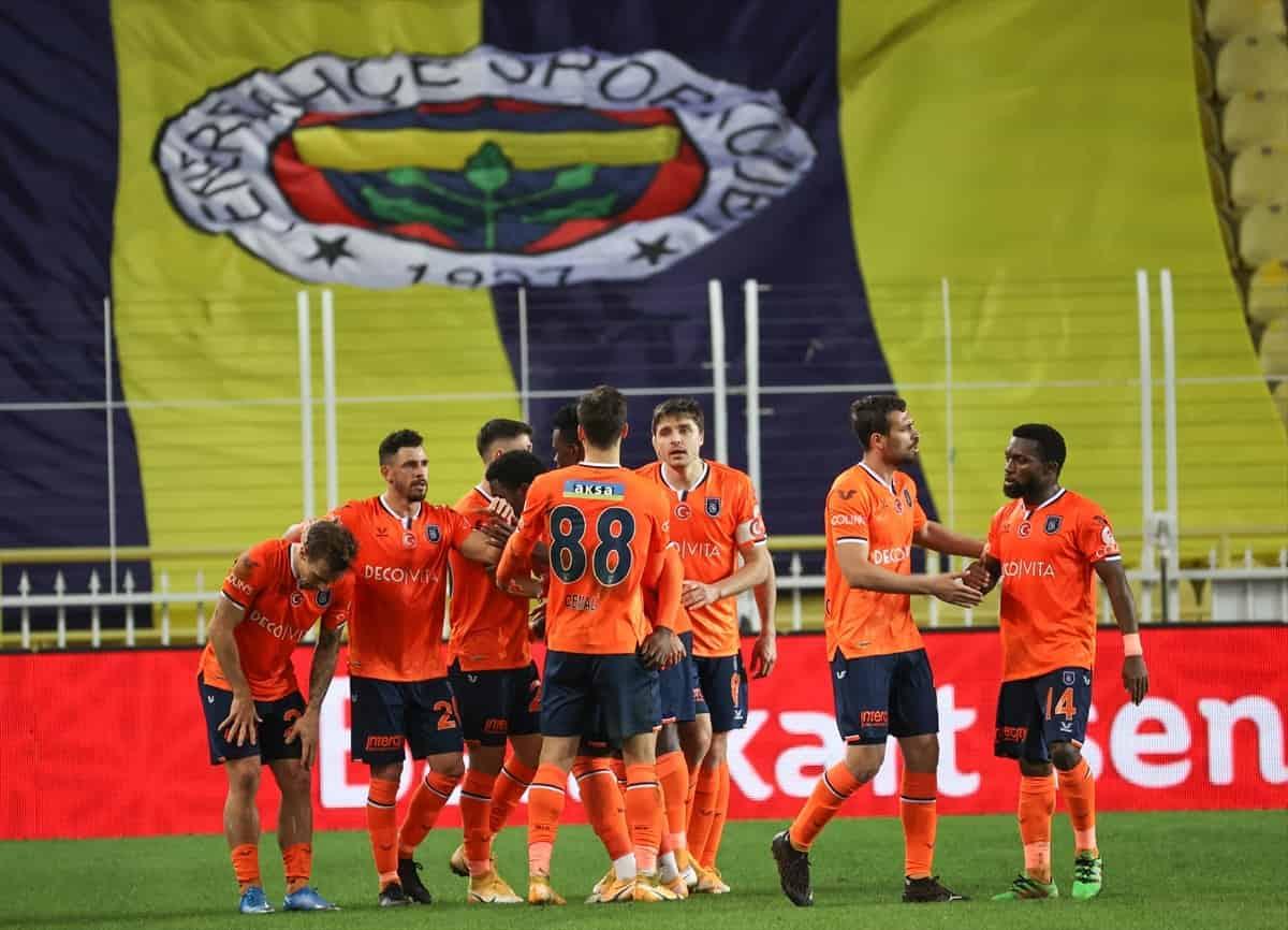 Başakşehir, deplasmanda Fenerbahçe'yi 2-1 yenerek yarı finale yükseldi