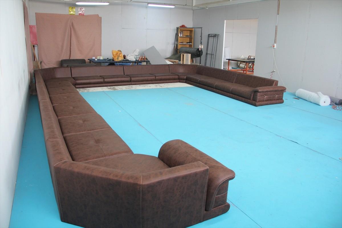 İnegöllü mobilyacı Umman'a 22 metrelik köşe koltuk üretti