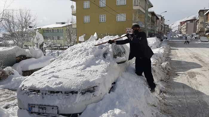 Mersin ve Adana'da kar yağışı etkili oluyor