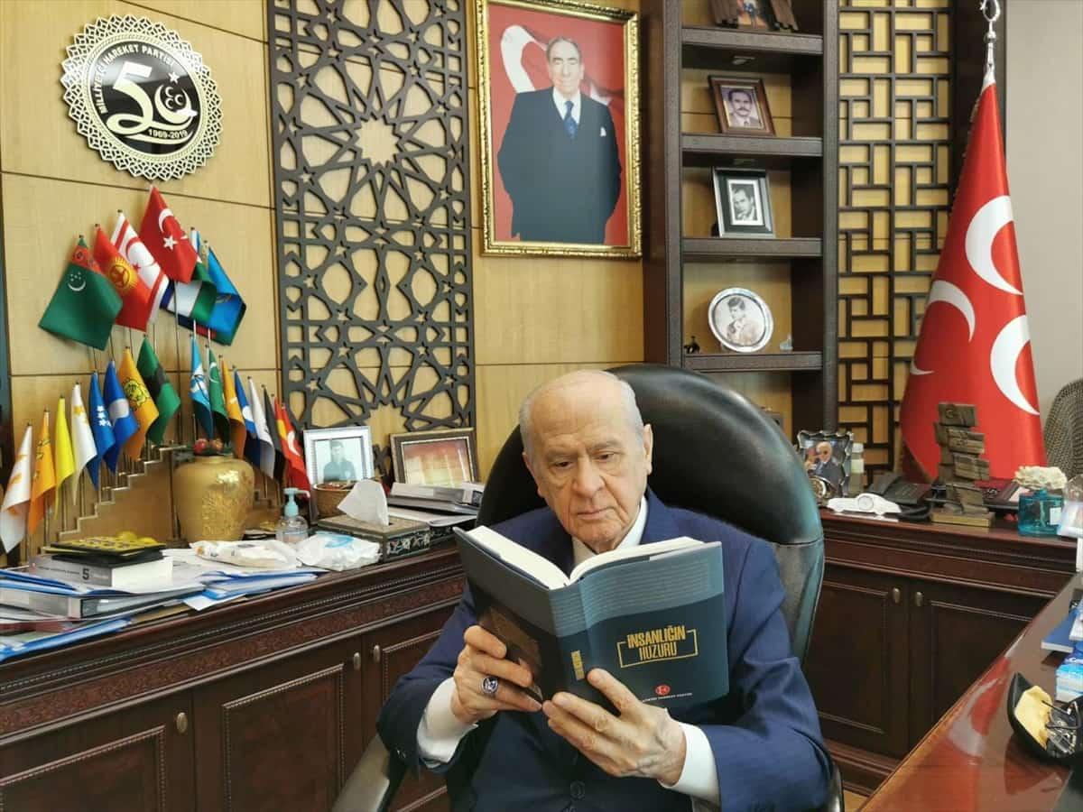 """MHP Genel Başkanı Bahçeli'den yeni kitap """"İnsanlığın Huzuru"""""""