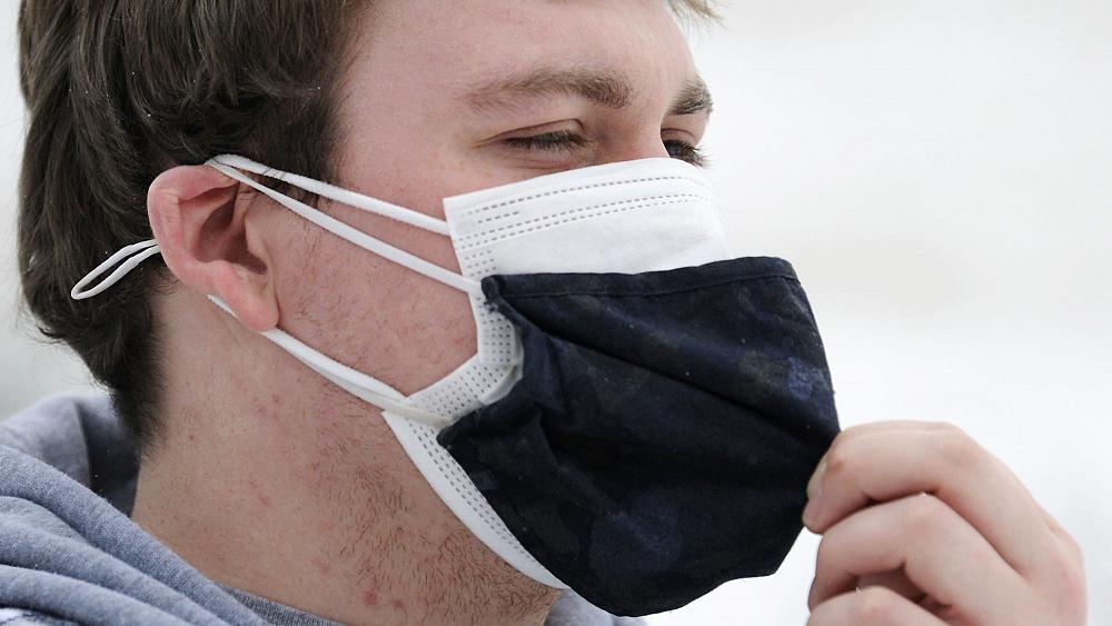 Çift maske kullanmak kovid-19'a karşı korunmada daha etkili