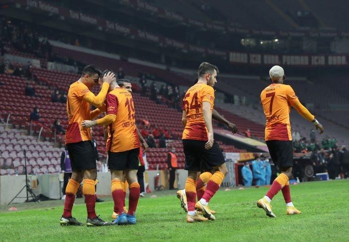 Lider Galatasaray, Erzurumspor'u 2 golle geçti