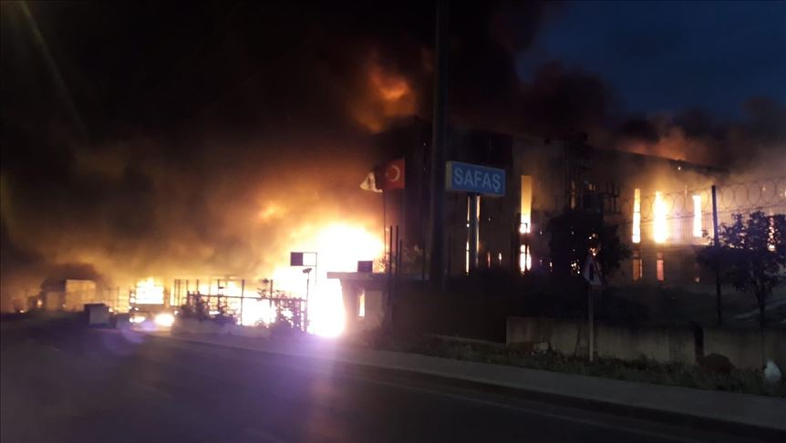 Kocaeli'de fabrikada yangın çıktı