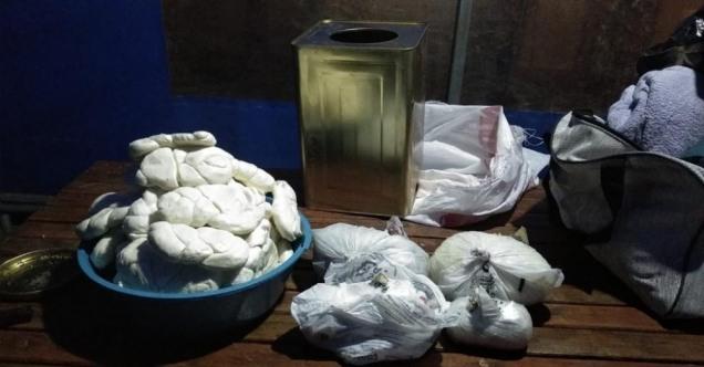Adana'da yolcu otobüsündeki peynir tenekesinde 2 kilogram esrar ele geçirildi