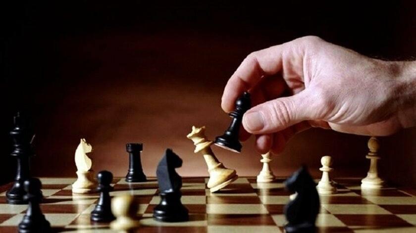 Hep beraber satranç öğreniyoruz