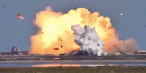SpaceX'in test ettiği Starship mekiği ikinci kez iniş sırasında patladı