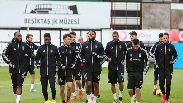 Beşiktaşlı iki futbolcunun Kovid-19 testi pozitif çıktı