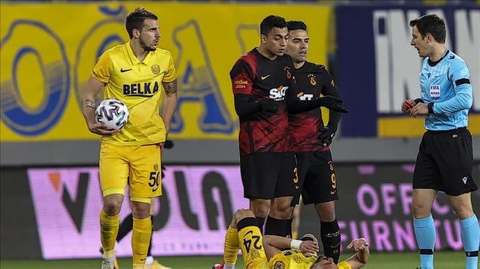 Galatasaraylı futbolcu Mustafa Muhammed'e 1 maç men cezası verdi