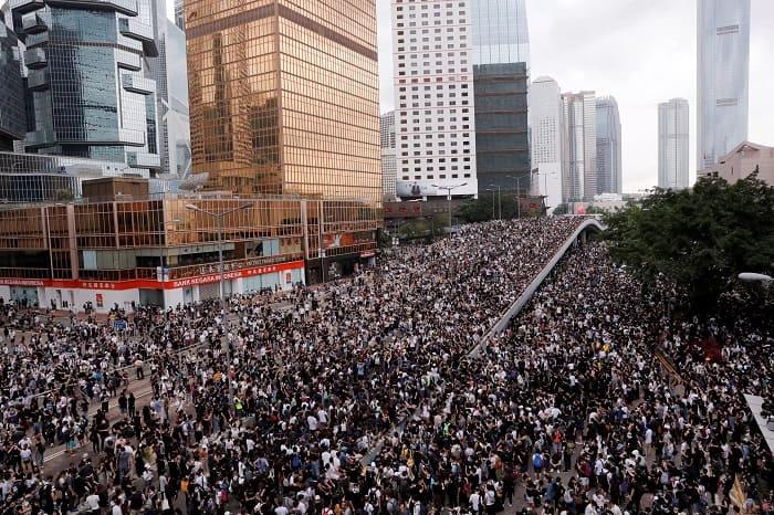 Hong Konglu muhalifler mücadelesine yurt dışında devam edecek