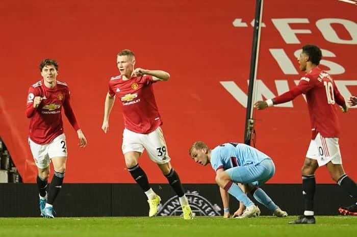 Manchester United, West Ham United'ı tek golle geçti