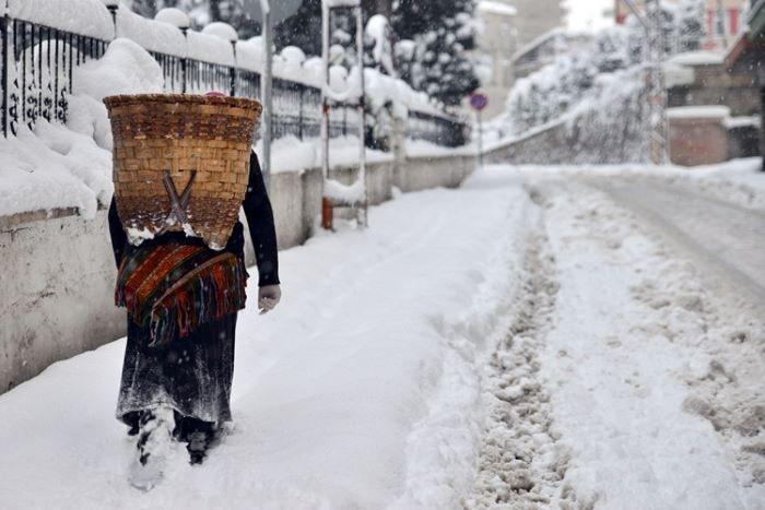 Rize'de kar dolayısıyla bir çok köy yolu ulaşıma kapandı