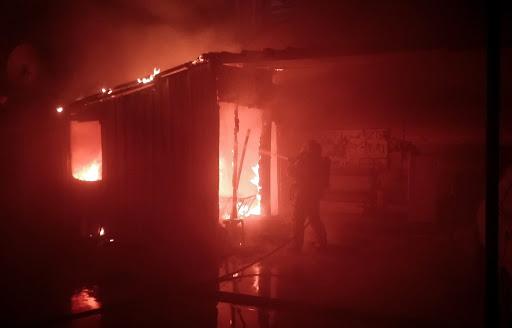 Sultanbeyli'de iş yerinde yangın