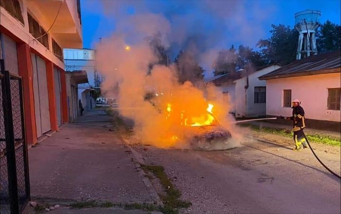 Adana'da seyir halindeki araç yandı