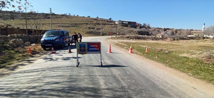 Afyonkarahisar'da bir köy ve bir binada Kovid-19 karantinası