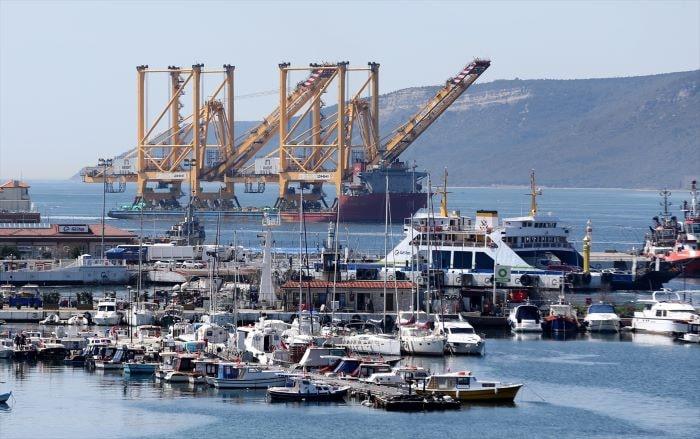 Büyük liman vinci  Çanakkale Boğazı'ndan geçti