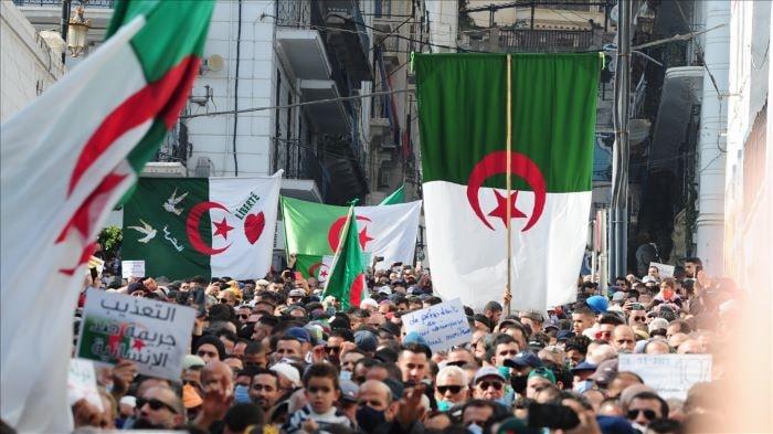 Cezayir'de cuma gösterileri devam ediyor