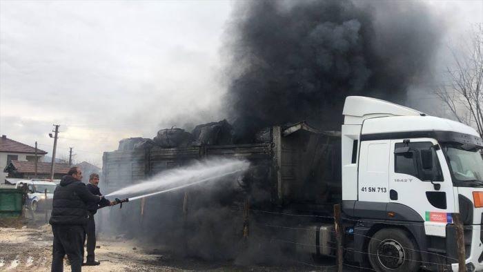 Düzce'de çıkan yangında kimyasal atık yüklü tır yandı