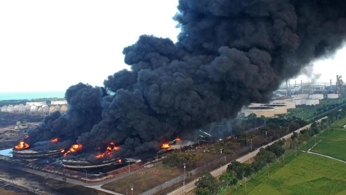 Endonezya'da rafineri yangını