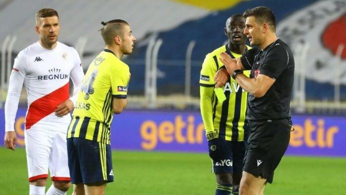"""Fenerbahçe'den """"var"""" tepkisi: """"9 saniyelik orta oyunu"""""""