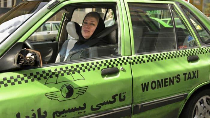İran'da yaklaşık 5 bin kadın, ticari taksi şoförlüğü yapıyor