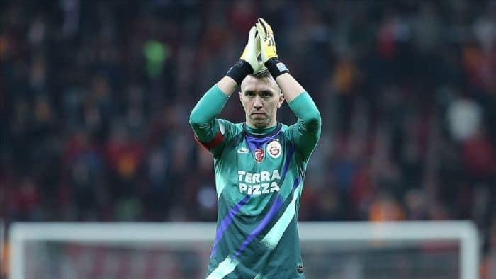 Galatasaray, Muslera'nın sözleşmesini uzattı