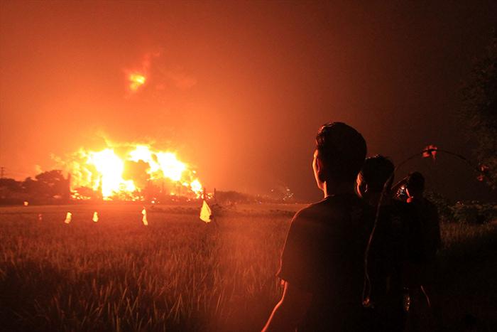 Endonezya'da yangın dehşeti: 20 yaralı