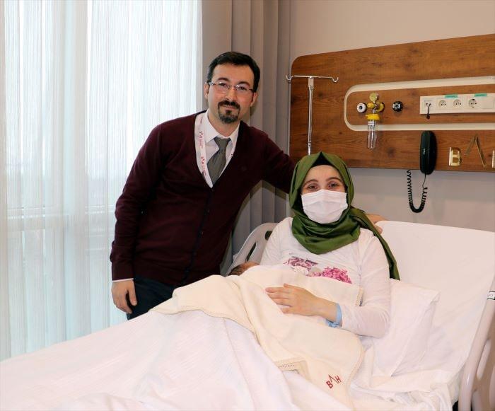Bir anne iki kez sezaryenin ardından normal doğum yaptı