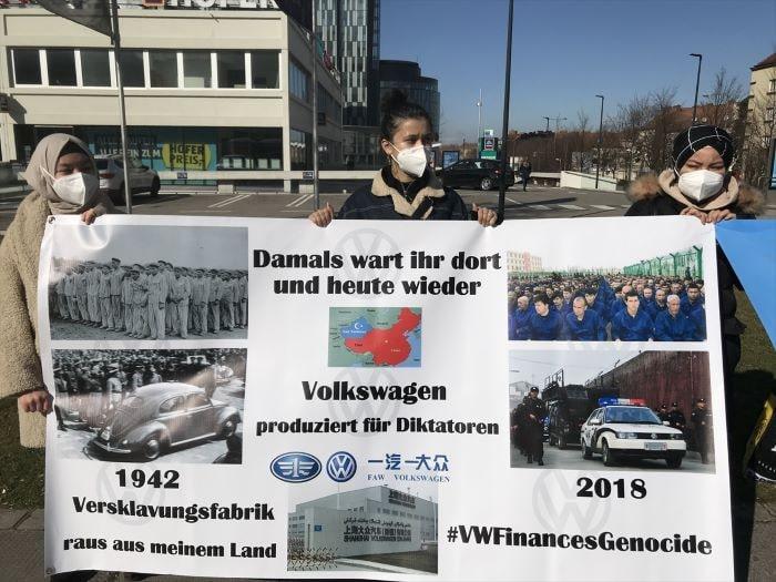 Uygur Türkleri'nden Volkwagen'e protesto