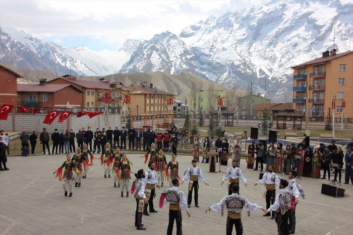 Van, Bitlis, Hakkari ve Muş'ta Nevruz Bayramı kutlandı