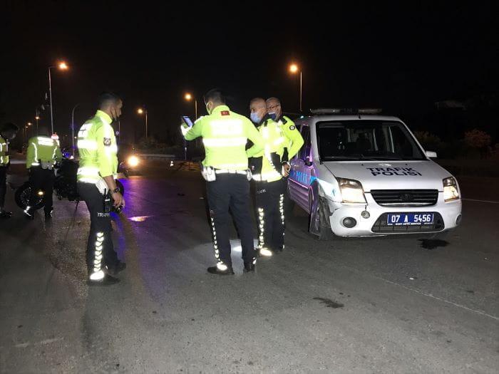 Antalya'da trafik polisleri kaza yaptı