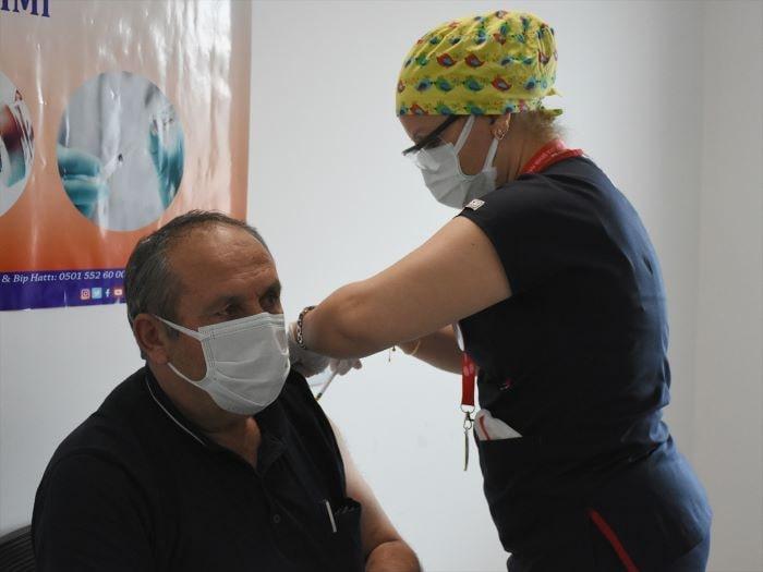 BioNTech aşılarının ilk dozu uygulanmaya başlandı