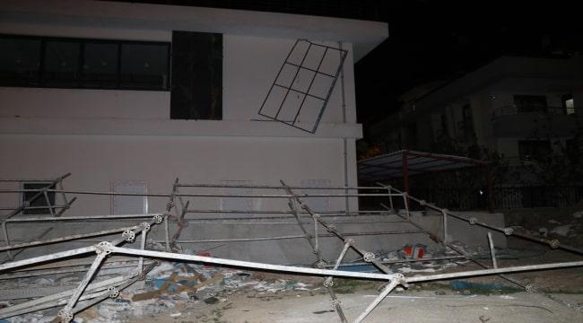Denizli'de kuvvetli rüzgar hasara neden oldu