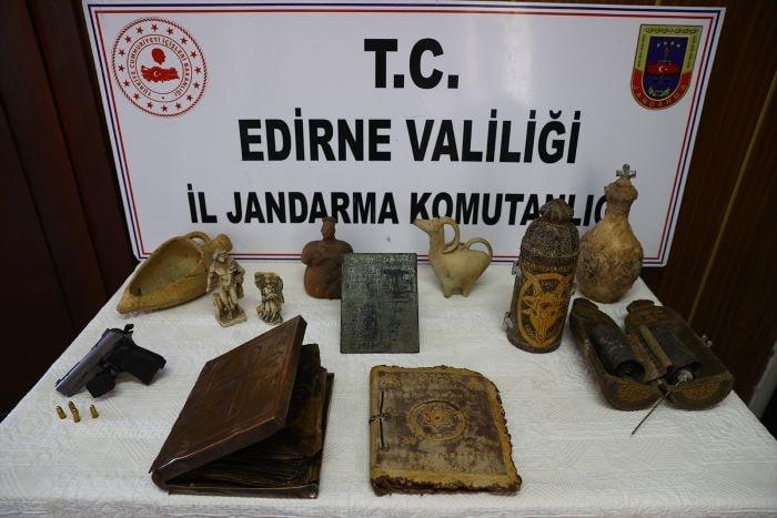 Edirne'de altın işlemeli 2 Tevrat ele geçirildi