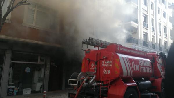Güngören'de bir depoda yangın çıktı