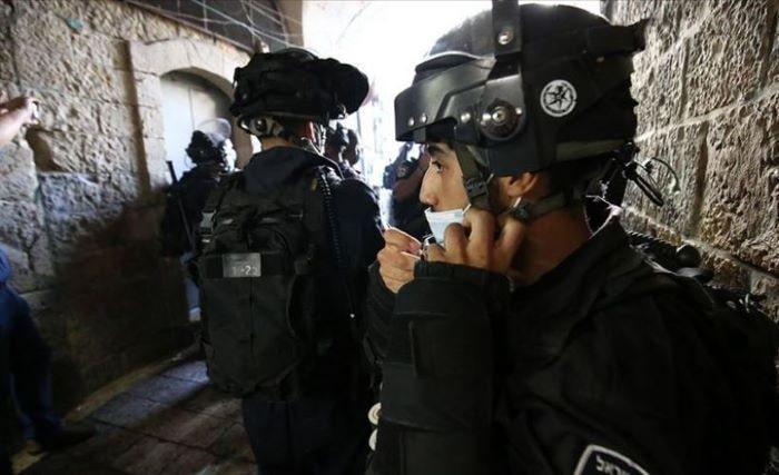 İsrail, Mescid-i Aksa'da namaz kılınmasına engel oluyor