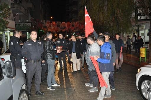 Siirtli gençlerden polislere sürpriz yıl dönümü kutlaması