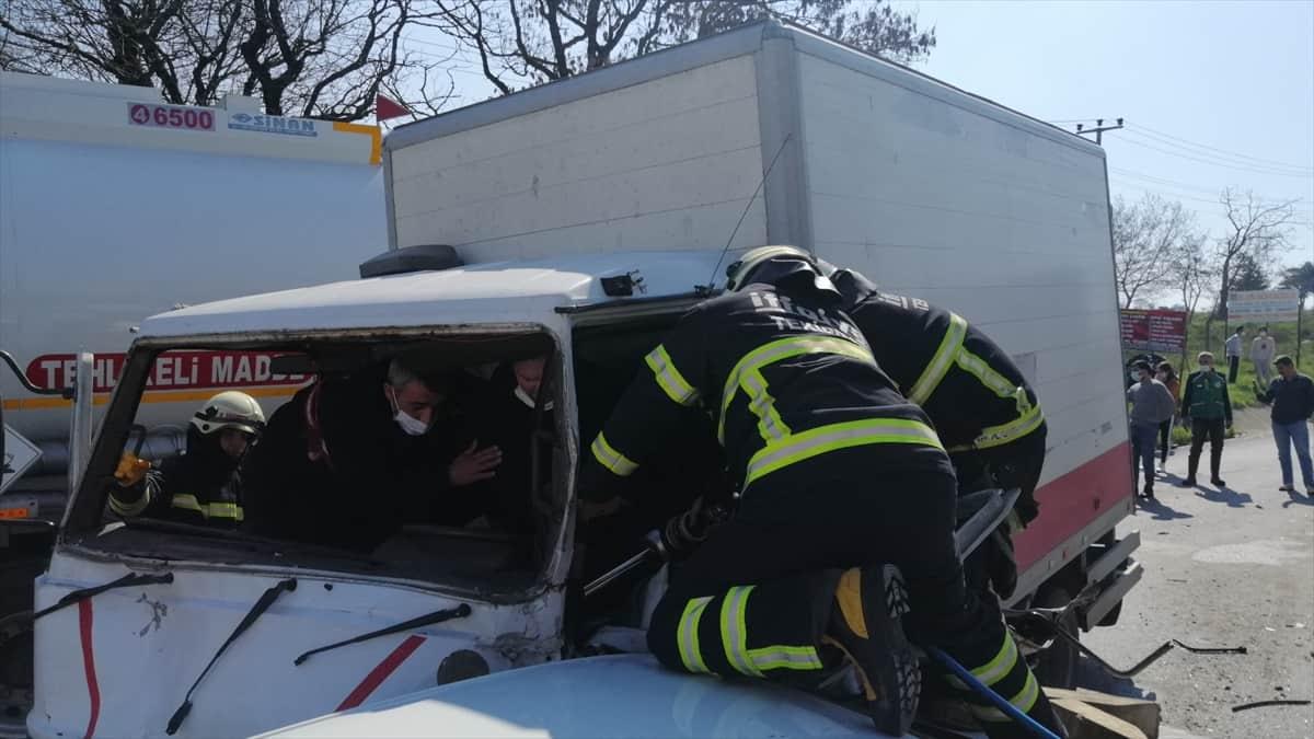 Tekirdağ'da freni boşalan kamyonet 6 araca çarptı