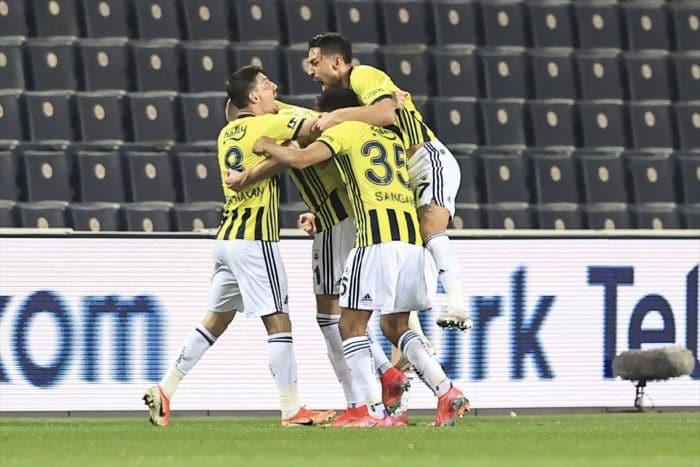 Fenerbahçe, zirve yarışında hata yapmadı