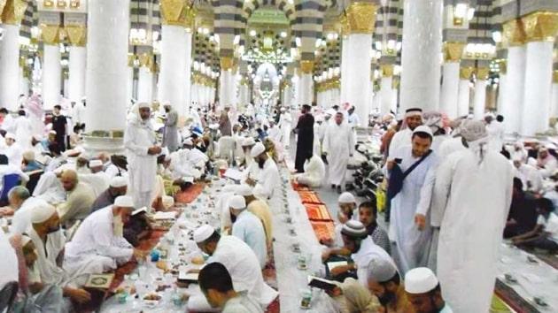 Suudi Arabistan'daki camilerde iftar vermek yasaklandı