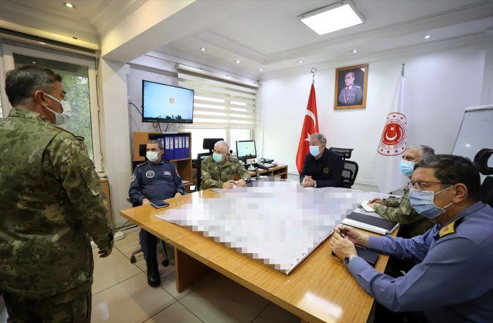 Hulusi Akar: Teröristler büyük zayiat verdi