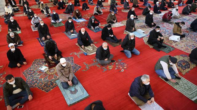 Teravih namazı camide değil evde kılınacak