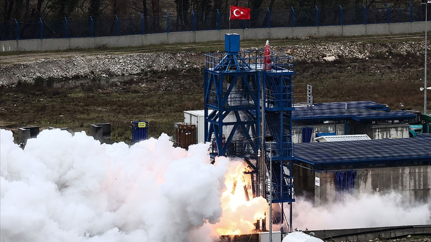 Yerli hibrit roket motoru testi geçti