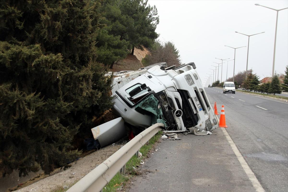 Uşak'ta zincirleme trafik kazasında 9 kişi yaralandı