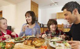 Akşam yemeğini ailesiyle yiyen çocukların dijital bağımlılığı daha az