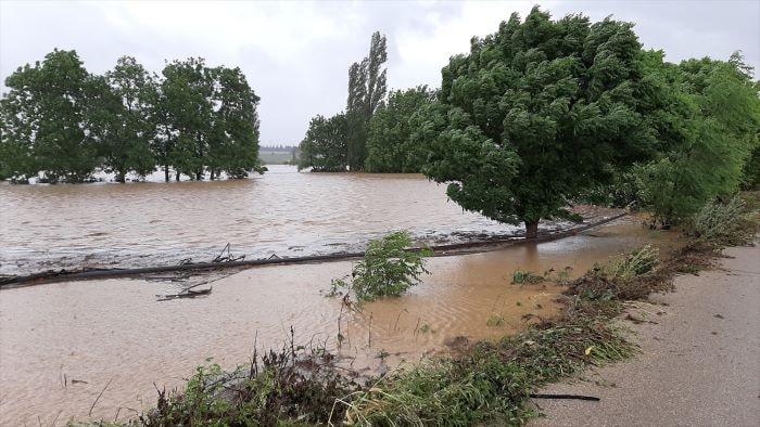 Bursa ve Balıkesir'de Fırtına ve sağanak etkili oldu